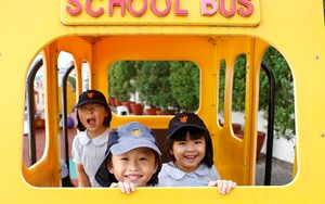 kids in playbus