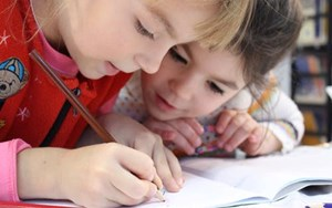 2 kids writing