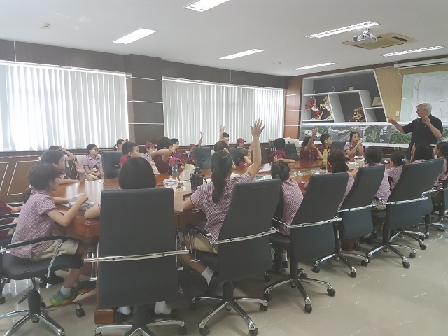 TX's Year 5 students visit Vietnam Waste Solutions Facility (640x480)