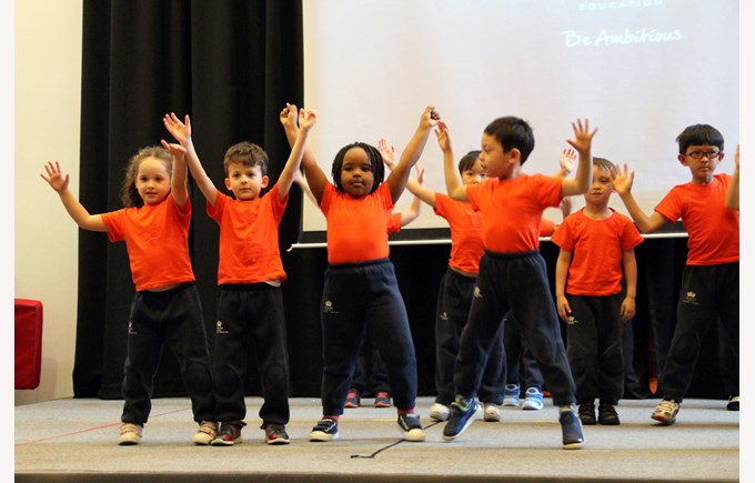 R&Y1 dance performance