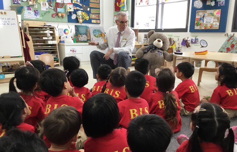 Anthony Rowlands Reading to students - BIS HCMC