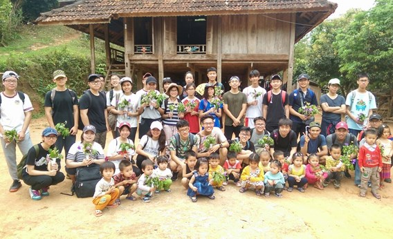 British International School Hanoi Year 12 trip to Mai Chau