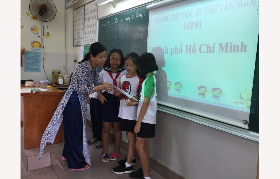 Year 4 community partner visit at Huyen Van Ngoi School 7