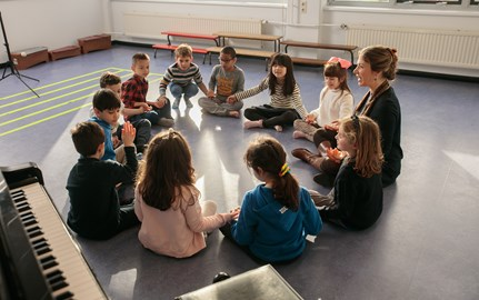 rotterdam image eyfs kids in circle