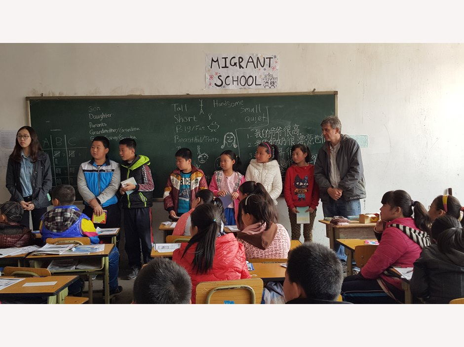 Students volunteer at Migrant School with MCF
