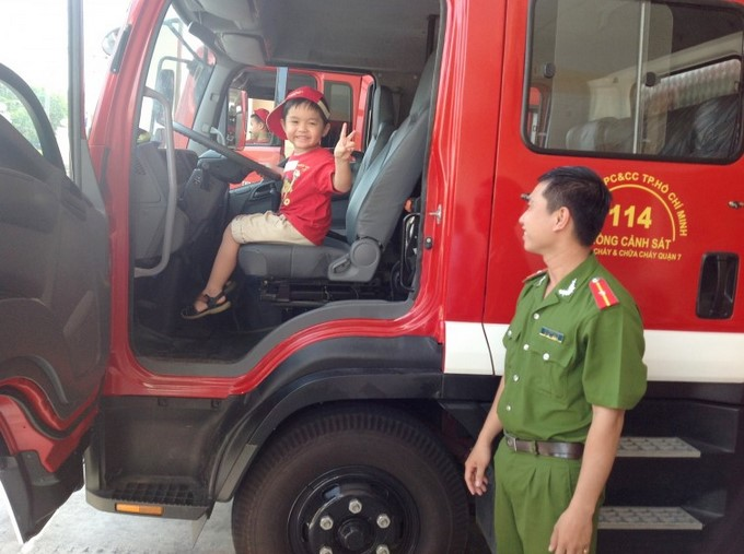 F2 students visit Fire Station