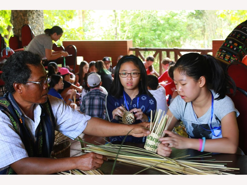Learning weaving skills