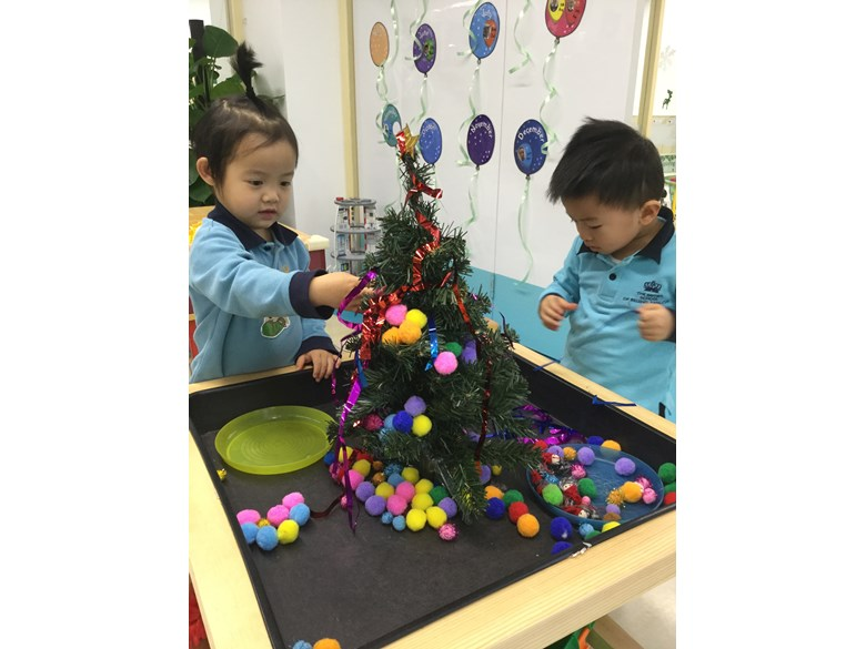 In Pre-Nursery this week, we welcomed all our fantastic parents to come and help us celebrate our Winter Wonderland.