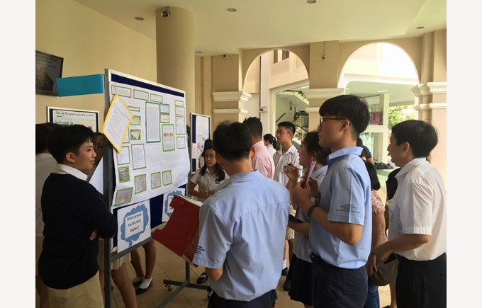 BIS HCMC Year 8 Science Fair 2017 1 (800x600)