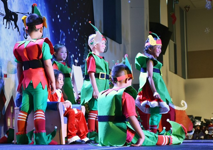 Year 1 Christmas Production (7)