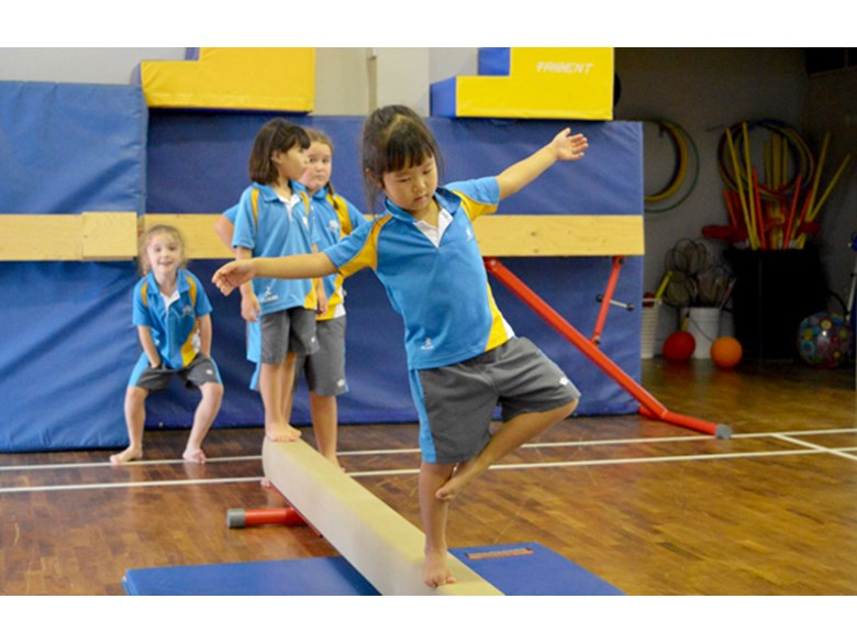 Primary PE lesson: Balance and Coordination activities