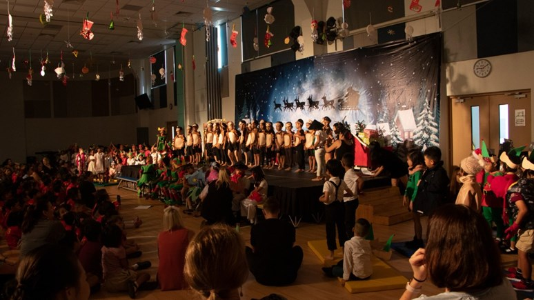 Year 1 Christmas Production (18)