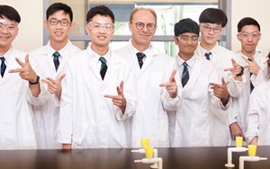 International Physics Olympiad Winners 2019