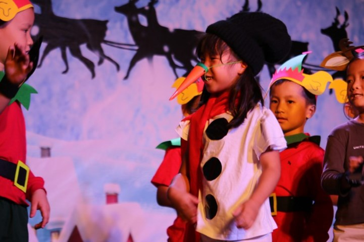 Year 1 Christmas Production (16)