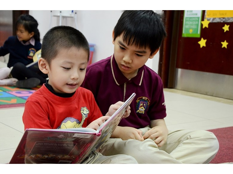 BVIS Hanoi students reading (1)
