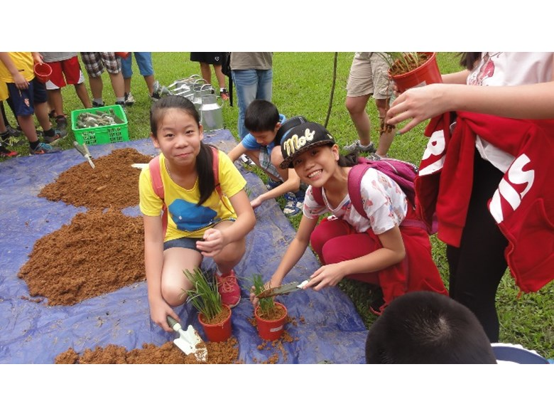 Year 5 and Year 6 BVIS Hanoi's residential trip to Ba Vi (7)