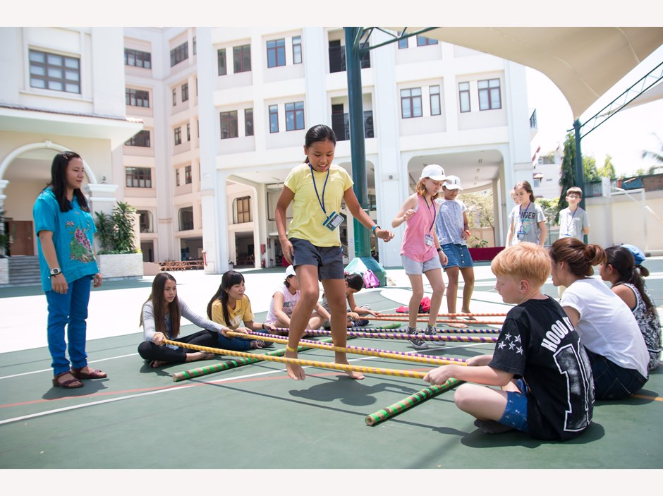 Students playing Vietnamese traditional game
