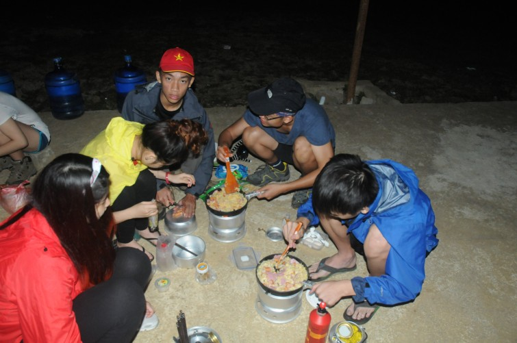 Communal cooking on the Mai Chau Practice