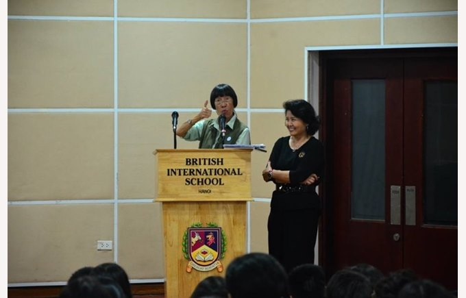 Rebecca Lee gave speech at BIS Hanoi (2)