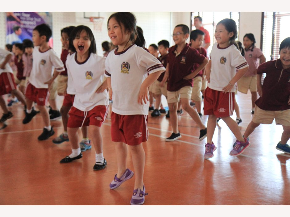 TX students doing aerobics in gym room