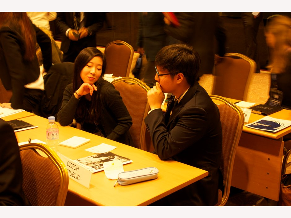 Students discussing at Seoul Model United Nations 2015
