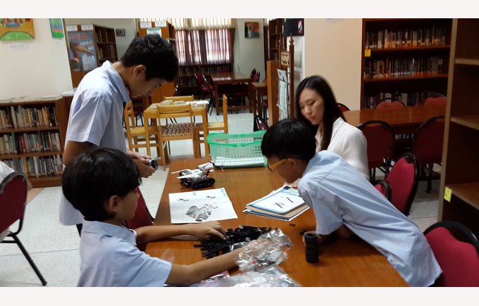 Boarding and day students build Lego Mindstorms | Regents International School Pattaya