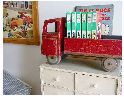 Repurposed-toy-bookshelf