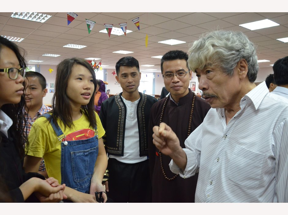 BVIS Hanoi Watch Us Book Week 2016 (2)