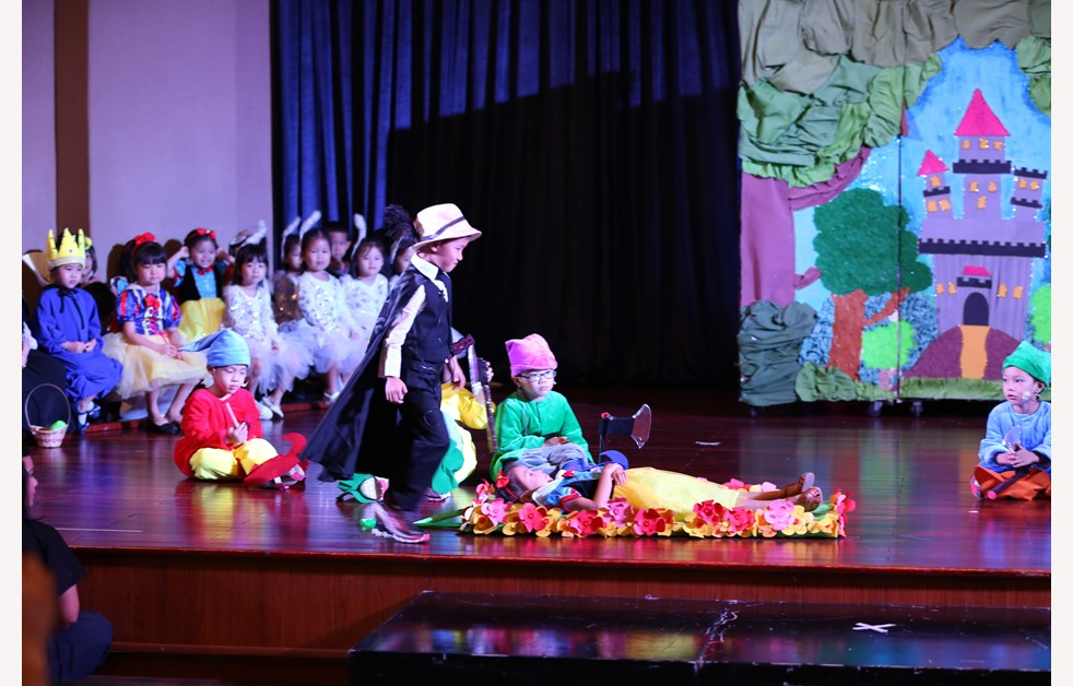 BVIS EYFS Production 2019 - Snow White