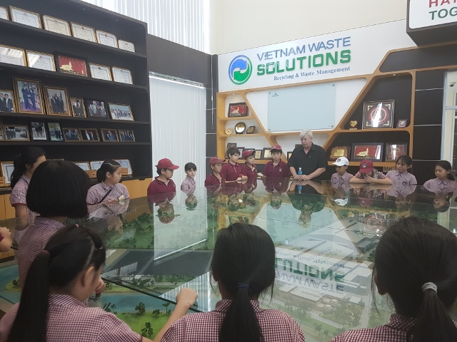 TX's Year 5 students visit Vietnam Waste Solutions Facility 1 (640x480)