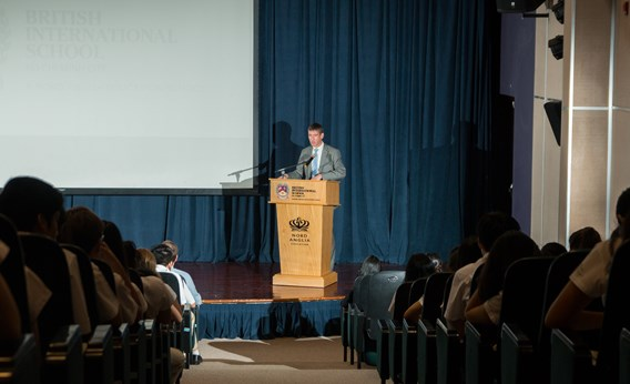 HM Ambassador Giles Lever visited BIS HCMC this week and took the opportunity to examine the value of a British Education.