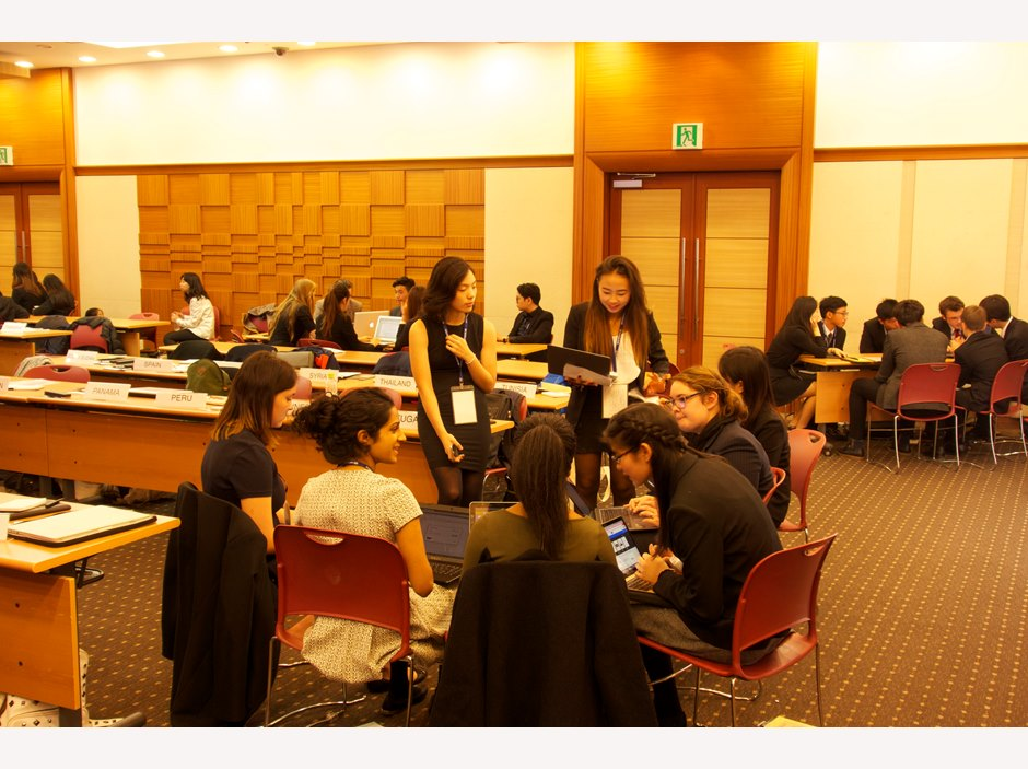 Group discussion at Seoul Model United Nations 2015
