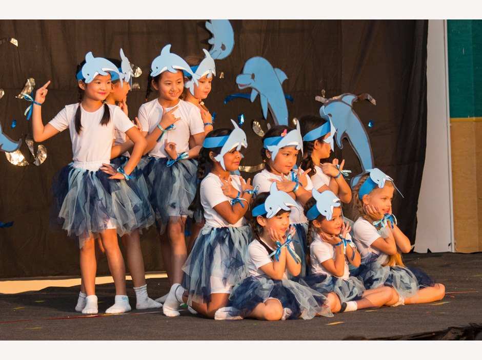 Kids acting dolphins in Moon Festival