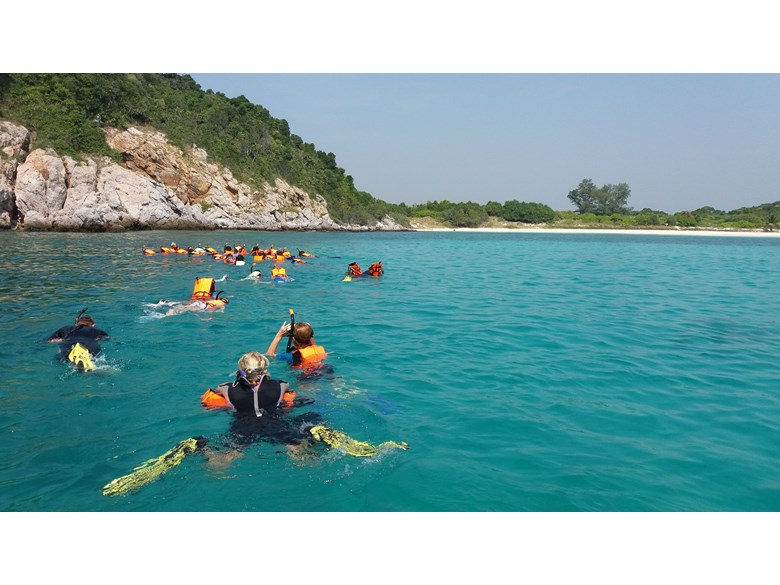 Boarding and day students go snorkelling | Regents International School Pattaya