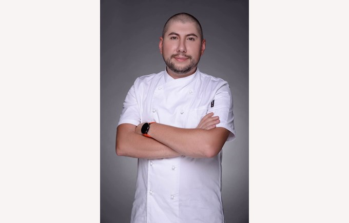 Vezir Sultanov, Head Chef