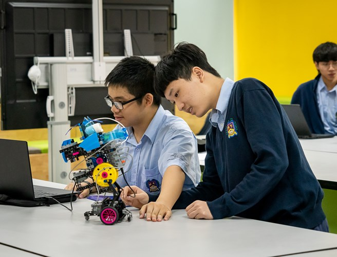 BIS Hanoi's collaboration with MIT - Two students learning about coding the robot