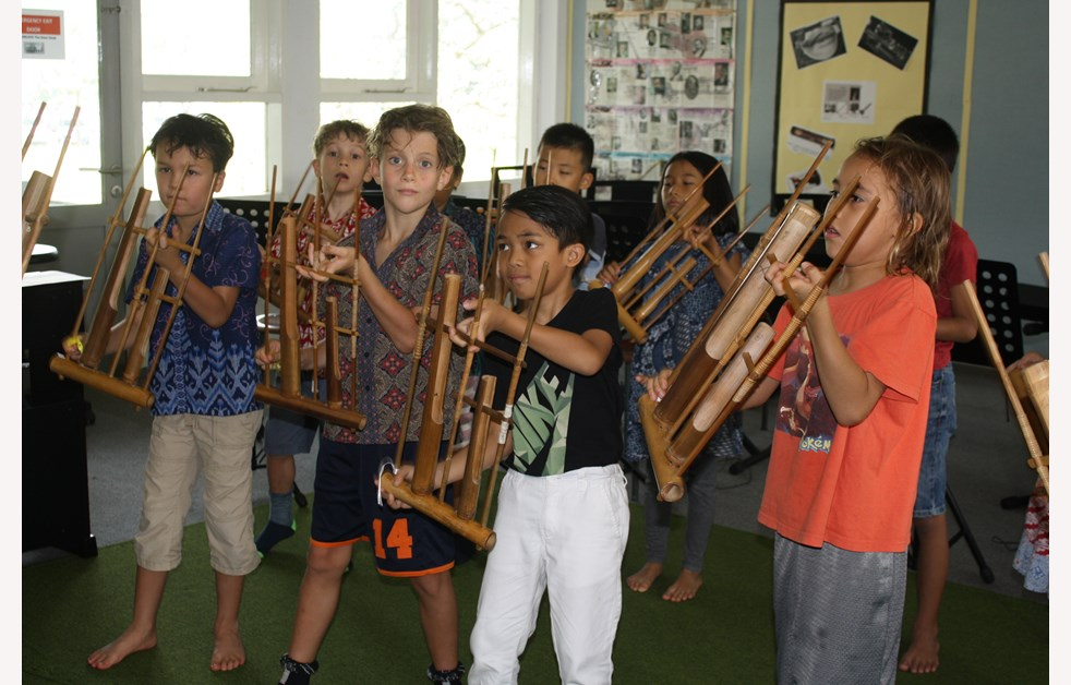 kinds playing angklung