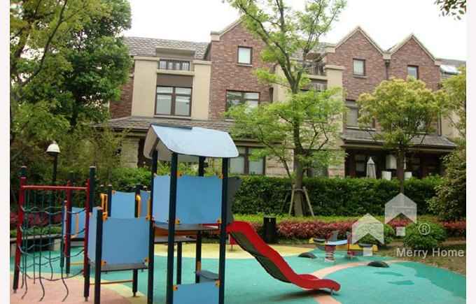 Image of a childrens park, Stratford compound, townhomes, things to do in Shanghai, Shanghai China, Biss Puxi, what to do in Shanghai.