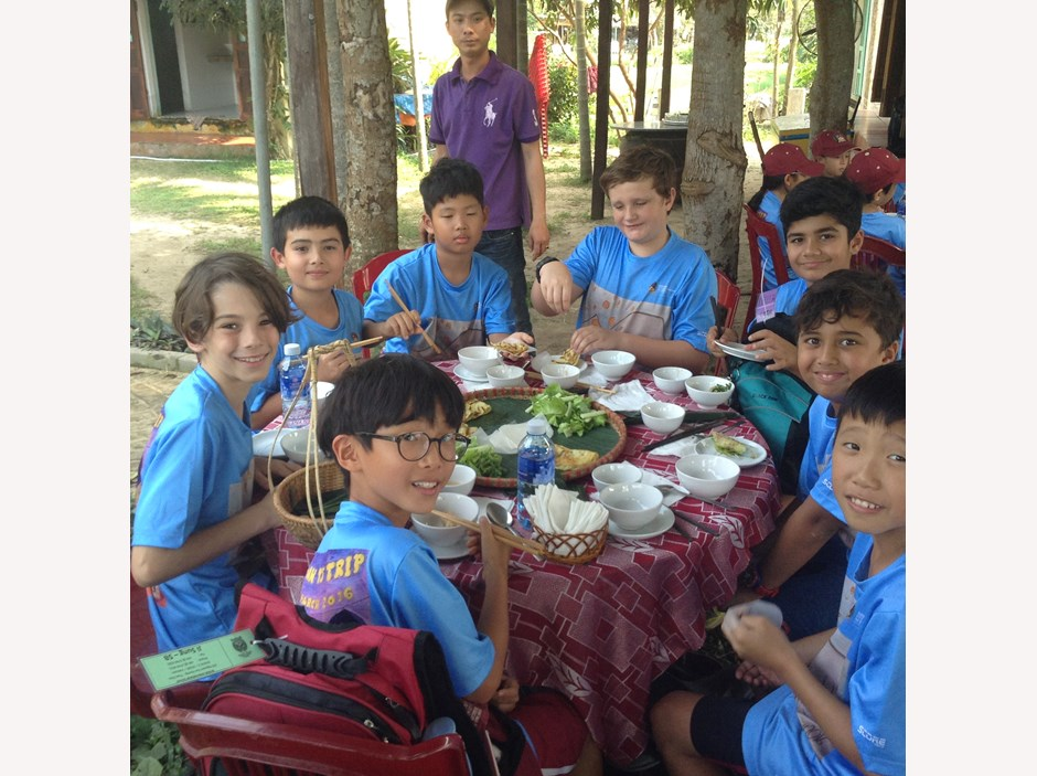 A group of students having lunch