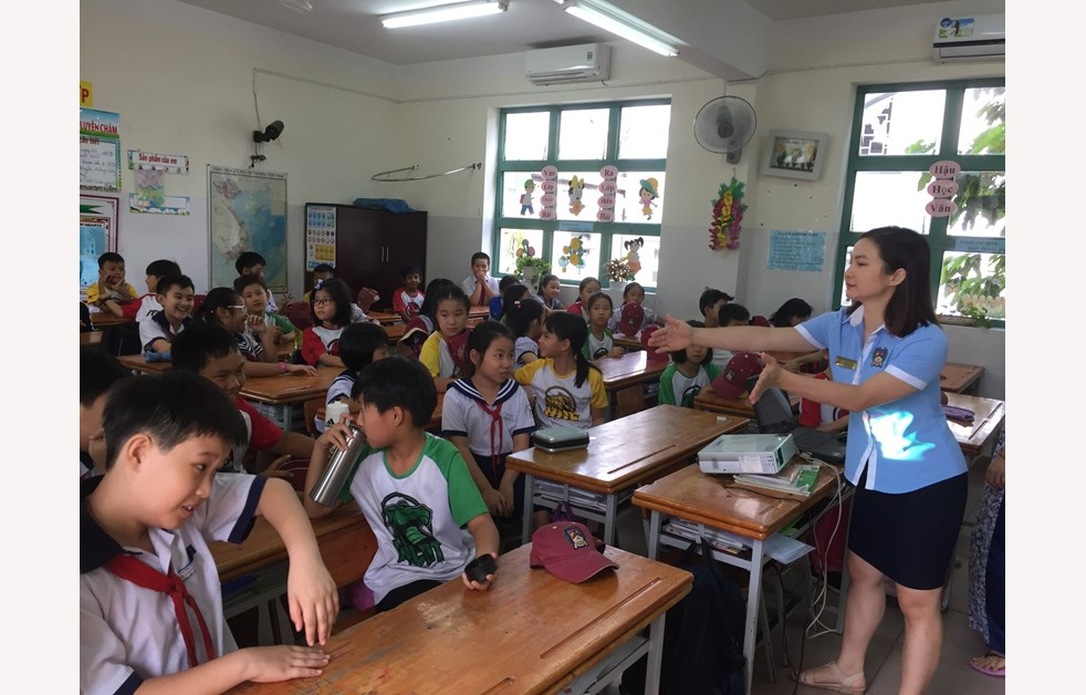 Year 4 community partner visit at Huyen Van Ngoi School 8