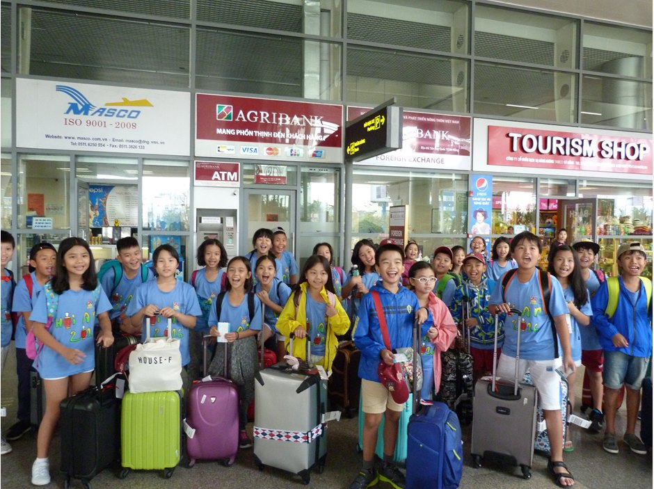 Year 5 group at the airport with their luggage