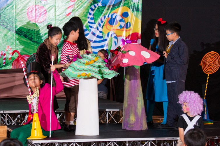 Charlie and The Chocolate Factory Tu Xuong Primary MP3 Production 2015