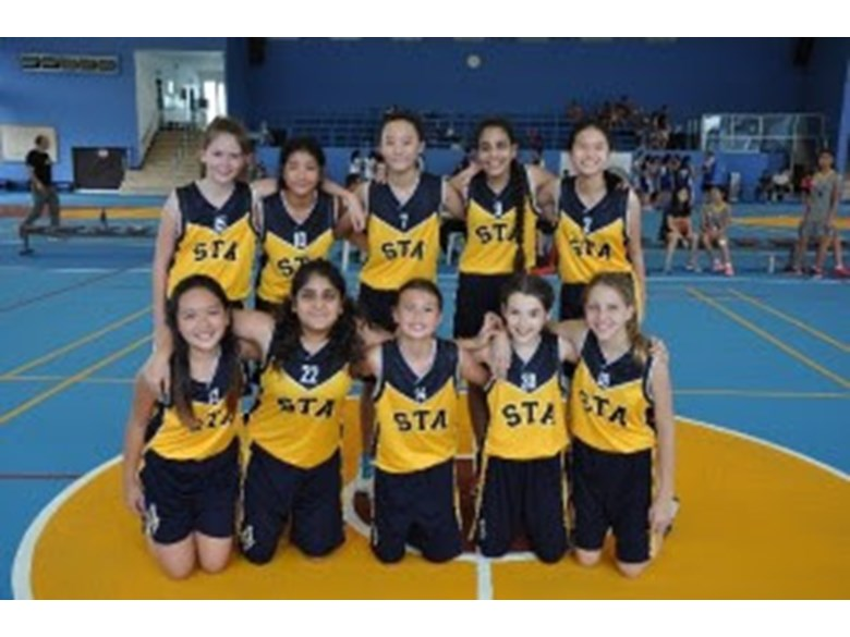 U13G basketball team.