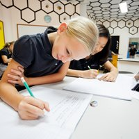 Boarding and day school students study science | Regents International School Pattaya
