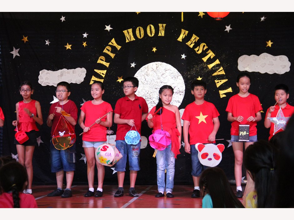 TX Students holding lanterns in Moon Festival Assembly