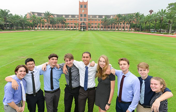 IB Students on the Oval