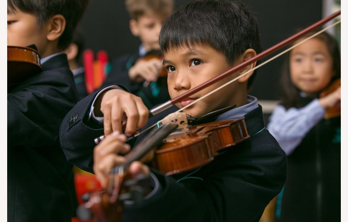 Primary violin lesson