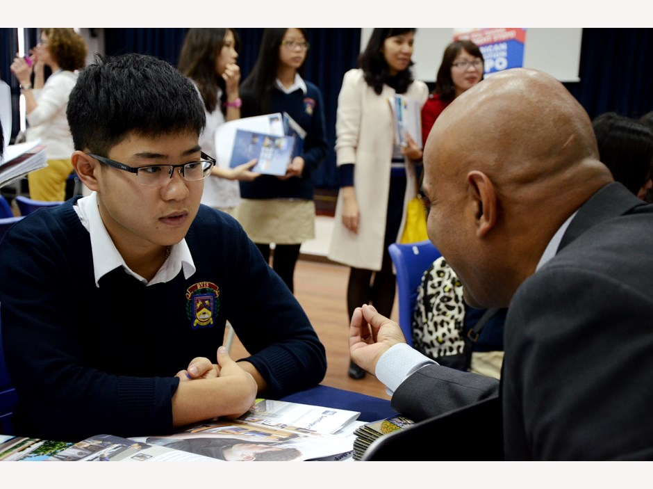 BVIS Hanoi USA University Fair (8)