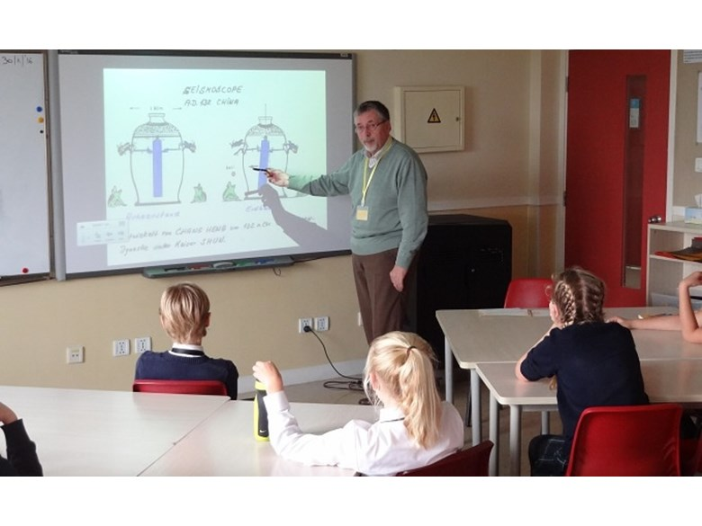 Earthquake Specialist Visits Shanghai Dutch School