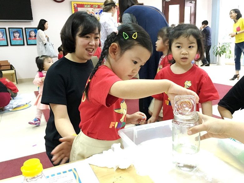 BVIS Hanoi International Early Years School - Science day (7)